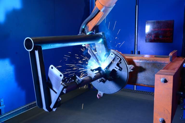 Siemens Graz betreibt derzeit insgesamt sieben Roboterschweißanlagen aus dem Hause Cloos in unterschiedlichen Fertigungsbereichen. Zwei Anlagen kommen in der Kleinkomponentenfertigung zum Einsatz.