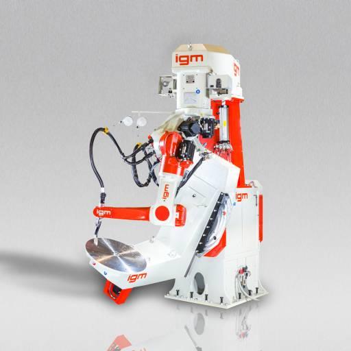 Eines der Messehighlights auf dem igm-Stand: Roboter RTE497 – 7-Achs-Roboter mit einem Drehgelenk im Schwenkarm für bessere Beweglichkeit und verringerten Totbereich.
