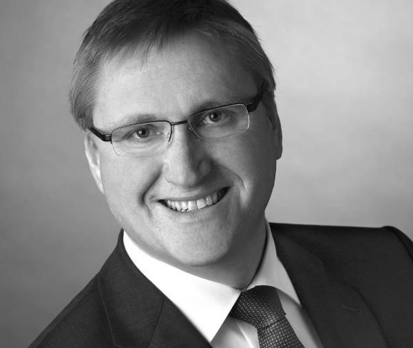 Dr.-Ing. Stephan Arnold wird neuer Technik-Vorstand der Schuler AG.