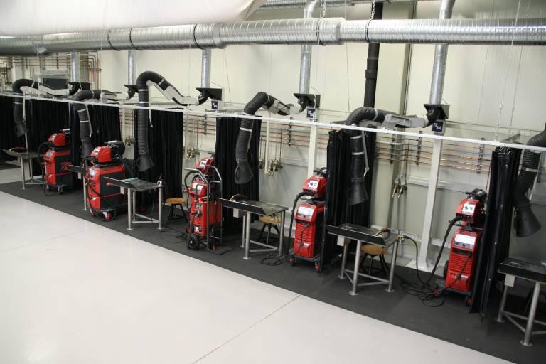 Im AV Villach stehen für die Auszubildenden acht komplett ausgestattete Schweißarbeitsplätze zur Verfügung.