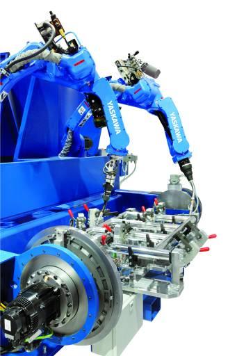 Yaskawa präsentiert sich auf der DVS EXPO 2015 mit aktuellen Motoman-Modellen wie dem MA1440 (hier montiert auf einem Positionierer).