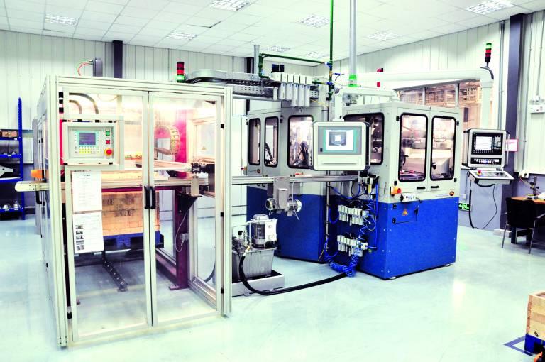 Die neueste Entwicklung des Unternehmens Miba ist eine Rundtaktanlage für komplexe Bearbeitungen von kleineren Bauteilen – hier am Einsatzort bei einem chinesischen Automobilzulieferer nahe Shanghai. Bildnachweis: Miba Automation Systems GmbH