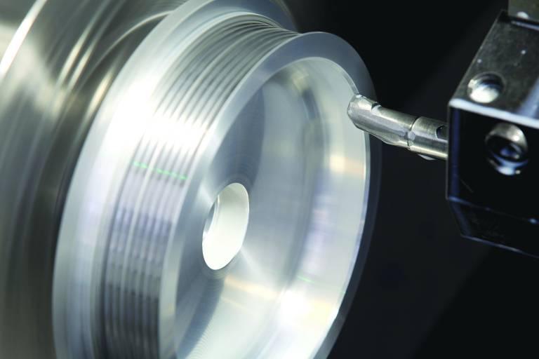 Weistec verwendet ein Haas Drehzentrum ST-30 zur Fertigung von Präzisionsteilen für seine Kompressoren, die in den Rennwagenmotoren eingesetzt werden und einen Ladedruck von mehr als 2 bar bei über 30.000 min-1 garantieren.
