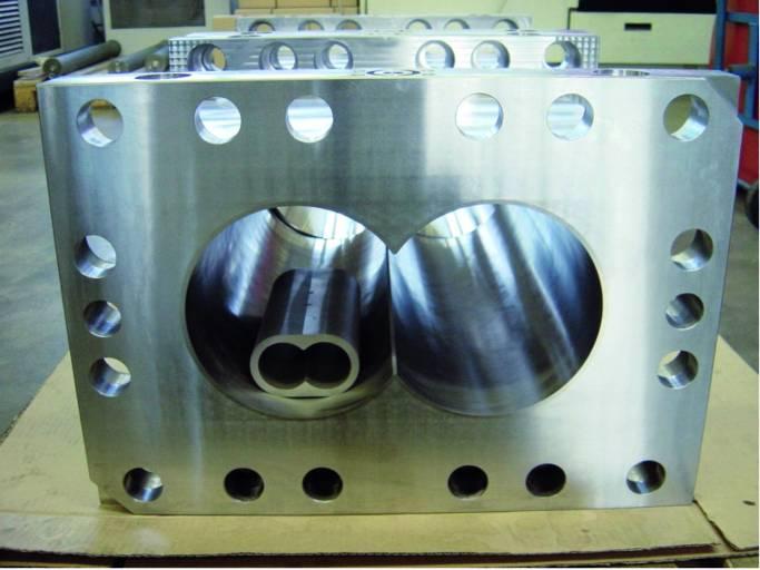 Hartex fertigt Extruder unterschiedlicher Größen, die innen mit einer speziellen Werkstoffkombination hartbeschichtet sind. Foto: Hartex