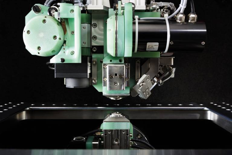 Der innovative Drahtwechsler AWC wechselt den Drahtdurchmesser automatisch während der Bearbeitung.