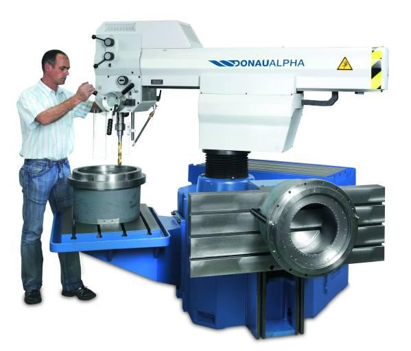 Die DONAUALPHA 30 ist eine manuelle Schnellradialbohrmaschine mit 30 mm Bohrleistung.