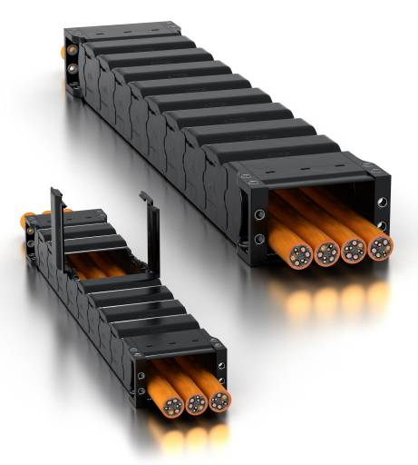 Das Energierohr R2.40 (links) schützt bewegte Leitungen auch in kleinen Bauräumen vor Spänen, Staub und Schmutz. Wie das größere R2.75 (rechts) ist es besonders einfach zu öffnen und spart dadurch Montagezeit.