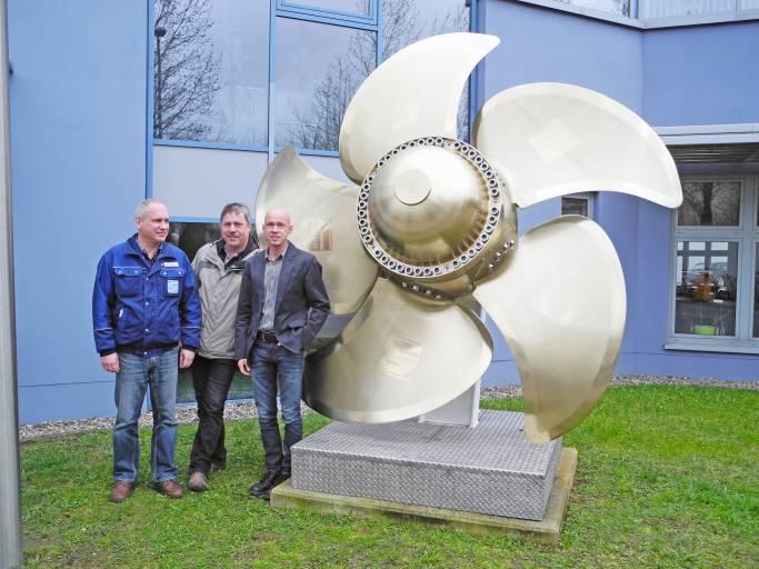 Im Bild v.l.n.r.: Volker Preuß, Arbeitsvorbereitung, Maik Roloff, Meister Fertigung, René Massenthe, Produktionsleiter bei der Schottel Schiffsmaschinen GmbH, Wismar.