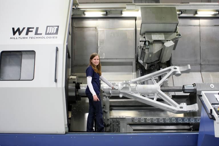 Bei der Bearbeitung von großen Teilen mit Bearbeitungsoperationen außerhalb der Drehachse kann die M120 mit ihren 980 mm Drehdurchmesser und dem großen Verfahrweg in der Y-Achse ihre Leistungsfähigkeit voll ausspielen.