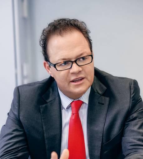 Der Mensch gehört für DMG MORI in den Mittelpunkt jeder Zukunftsstrategie. Und die optimale Integration des Mitarbeiterpotenzials ist der wichtigste Erfolgsfaktor bei der Umsetzung neuer Produktionsprinzipien.   Christian Thönes, Vorstand Produktentwicklung, Produktion und Technologie der DMG MORI AKTIENGESELLSCHAFT, Bielefeld.