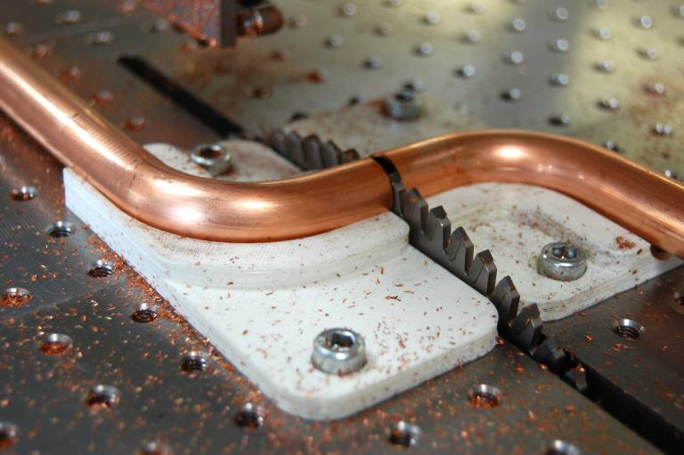 Die Herstellung von Haltevorrichtungen für das Trennen mehrfach gebogener Kupferrohre war das Einstiegsprojekt in die Additive Fertigung bei Metusan.