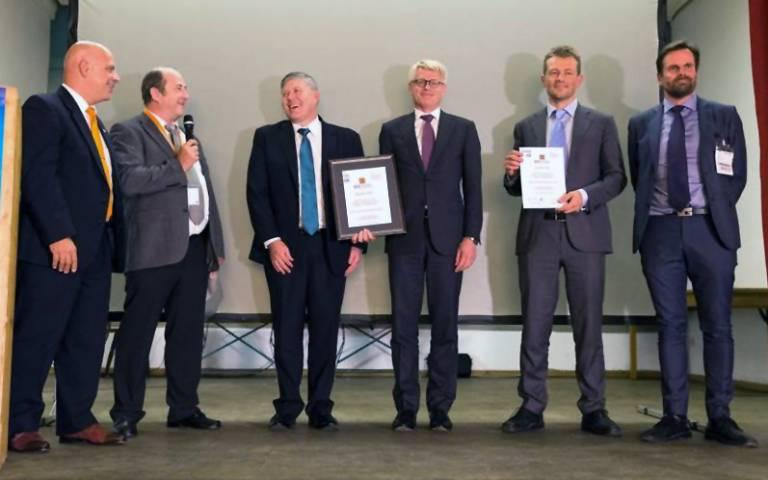 V.l.n.r.: Joe Gemma, IFR-Präsident; Erwin Prassler, Awards Chair; Phil Crowther, ABB; Per Vegard Nerseth, ABB; Esben Østergaard, Universal Robots; Johan Frisk, OpiFlex Automation.