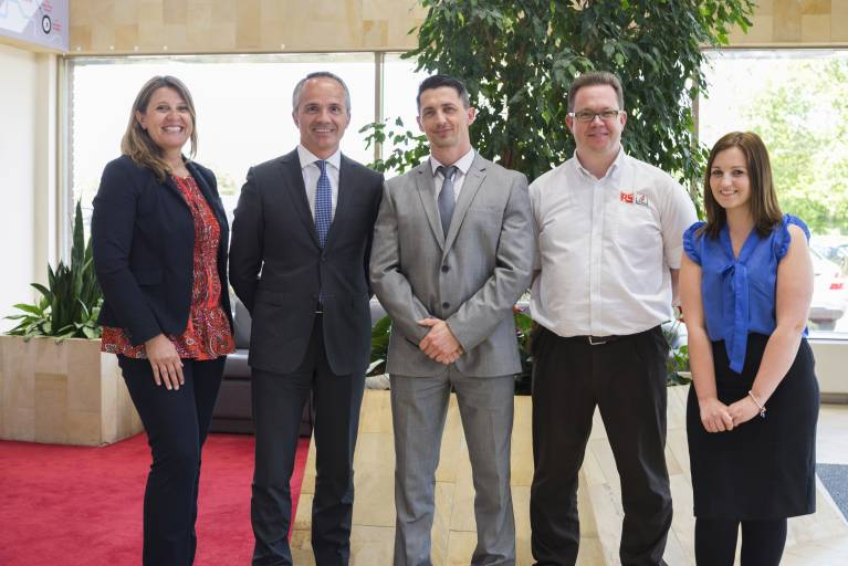 V.l.n.r.: Barbara Cresti, International Senior Marketing Manager Fischer Connectors; Roberto Magnifico, Vice President Sales and Marketing Fischer Connectors; Marcin Szcypka, Global Product Manager RS; David Pike, Product Merchandiser RS; Helen Farrell, Supply Planner RS.