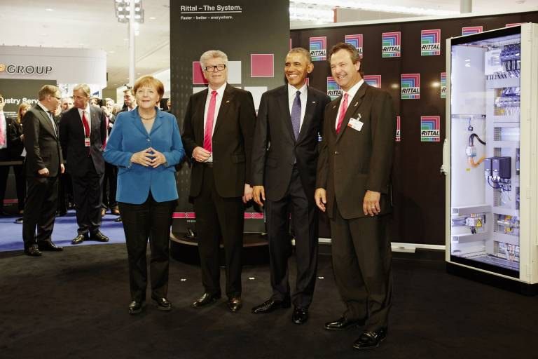 Im Gespräch mit US-Präsident Barack Obama und Bundeskanzlerin Dr. Angela Merkel erläuterte Dr.-Ing. E.h. Friedhelm Loh, Inhaber und Vorsitzender der Geschäftsführung von Rittal, auf der Hannover Messe 2016 die Bedeutung von  Software für die Produktion von morgen.