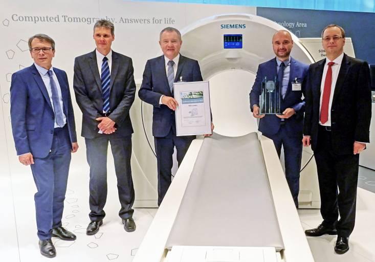 V.l.n.r.: M. Braunreuther (Siemens Healthcare GmbH, Head of Supply Chain Management, SCM CT), K. Anderer (Siemens Healthcare GmbH, Head of Supply Chain Management, SCM CT SO), G. Erl (General Manager TDK-Lambda Germany GmbH), B. Maierhöfer (Key Account Manager TDK-Lambda Germany GmbH), D. Zemke (Siemens Healthcare GmbH, Head of Strategic Procurement).