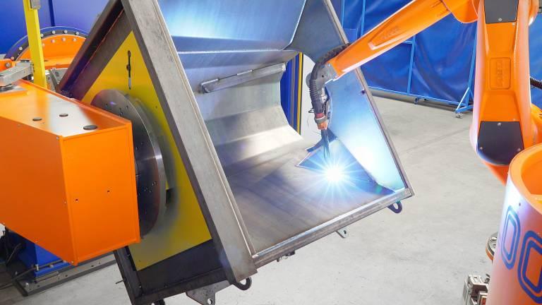 Der Cloos-Schweißroboter erreicht mehr als 80 % der Schweißnähte an dem komplexen Werkstück.