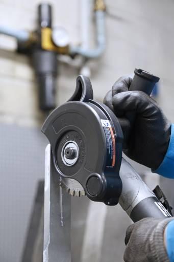 Der G2511-Winkelschleifer verfügt über reichlich Kraft, um bis zu 10 mm dicke Aluminiumbleche zu trennen. (Bilder: Atlas Copco Tools)