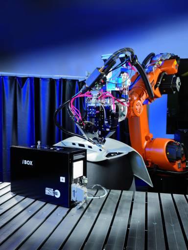 Das voll digital geregelte Master-Feeder-System MFS V3 mit der iBOX als Steuerung fördert zuverlässig auch kritische Schweißzusatzwerkstoffe im automatisierten Einsatz.
