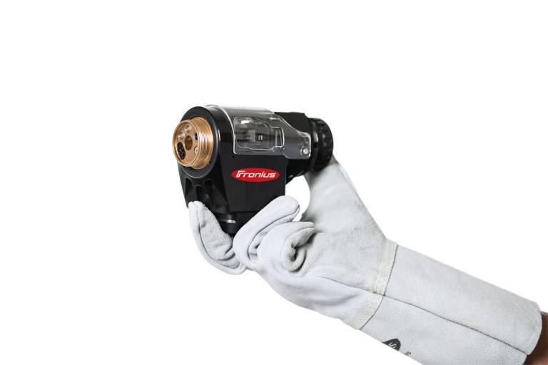 Der neue Push-Pull-Roboterschweißbrenner Robacta Drive TPS/i von Fronius zeichnet sich durch eine kompakte Bauweise und hohe Wirtschaftlichkeit aus.