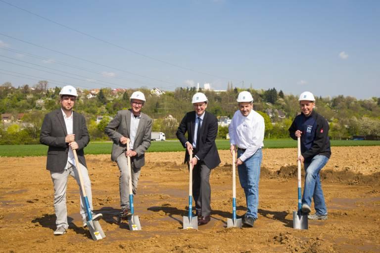 Klares Bekenntnis zum Technologiestandort Baden-Württemberg: die Berg & Schmid GmbH startet den Bau des neuen Kompetenzzentrums Sägetechnik in Remseck-Aldingen.