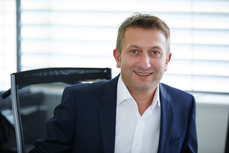Prokurist Josef Wimmer hat bei Elmag seine Lehre am 4. August 1986 begonnen und feierte nun seine 30-jährige Firmenzugehörigkeit.