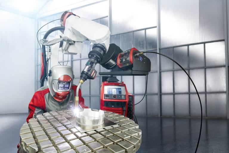 TPS/i CMT für manuelles und robotergestütztes Schweißen. (Bild: Fronius International)