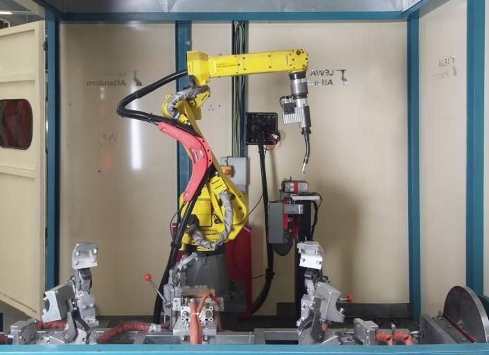 Durch den Einsatz von Robotern wurden 200 neue Arbeitsplätze geschaffen.