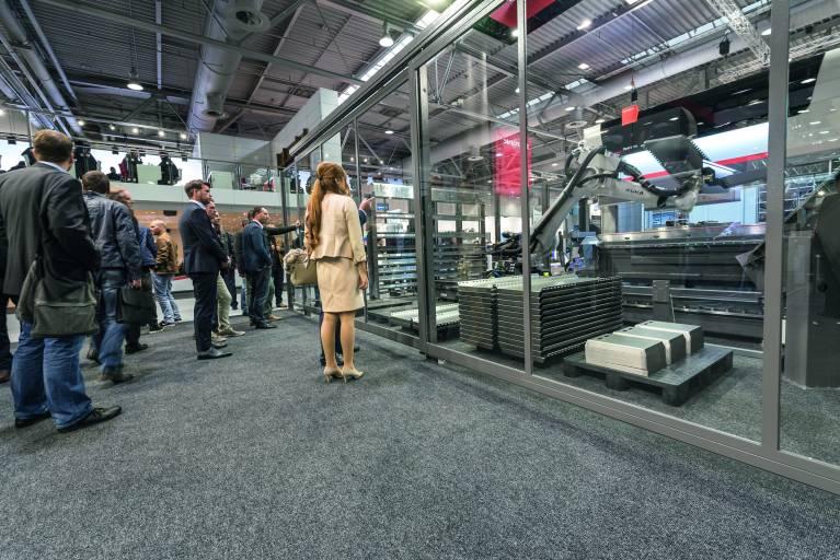 Bystronic übernimmt mit FMG einen Spezialisten für Lager- und Handlingsysteme und kann somit Kunden künftig Gesamtlösungen mit integrierten Automationssystemen aus einer Hand bieten.