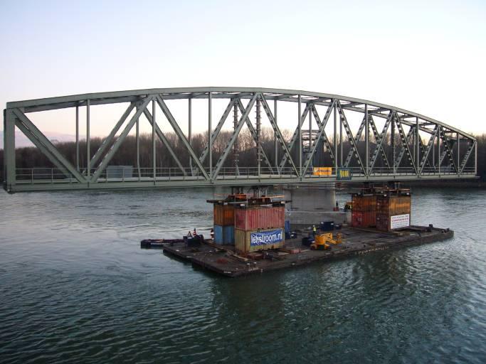 Weitere Projekte: Kremser Donaubrücke (links) und Flutbrücke Hadersdorf.