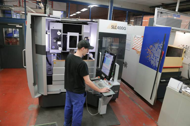 Die Sodick SLC400G dient als Kapazitätserweiterung in der Werkzeugherstellung bei Boehlerit. Durch ihre hohe Genauigkeit können in der Nacharbeit der Werkstücke zusätzliche Zeiteinsparungen erzielt werden.