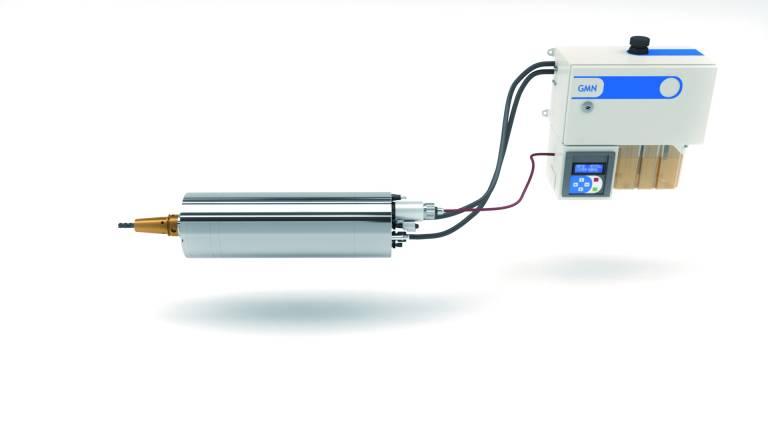 Das hydroviskose Dämpfungssystem der neuen Hochgeschwindigkeitsspindeln wird autark mit einem eigenen kleinen und energiesparenden Hydraulikaggregat betrieben. Da sie äußerlich baugleich mit den Standardmodellen sind, lassen sie sich auch auf vorhandenen Maschinen leicht nachrüsten. (Alle Bilder: GMN).