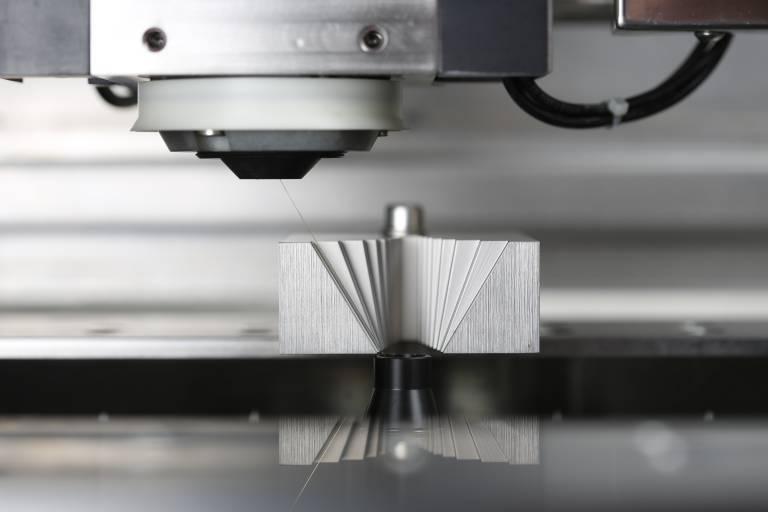 Danke einem kompakten und flexiblen mechanischen Konzept sind Präzisionsschritte von bis zu 30° über 38 mm möglich.