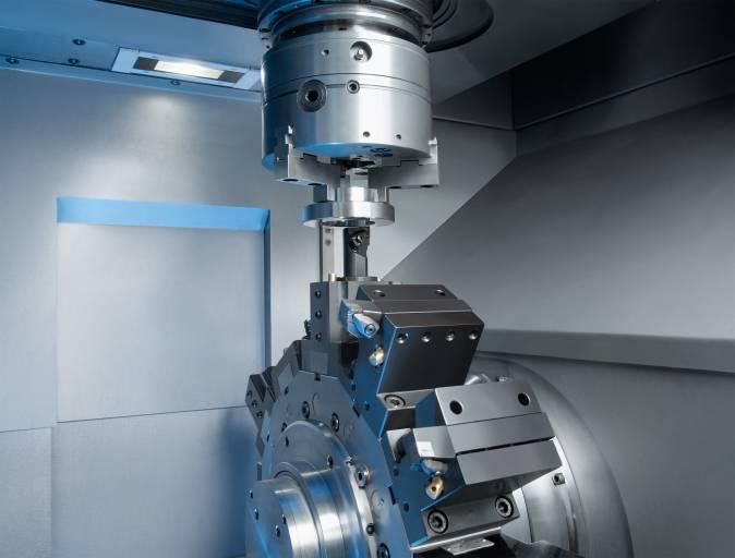 Stabiler Maschinenaufbau, dynamische Achsen und einfach in der Bedienung – das zeichnet alle vertikalen VL-Drehmaschinen aus. Neben der VL 2 (im Bild) gibt es für größere Bauteile die Maschinen VL 4, VL 6 und VL 8.