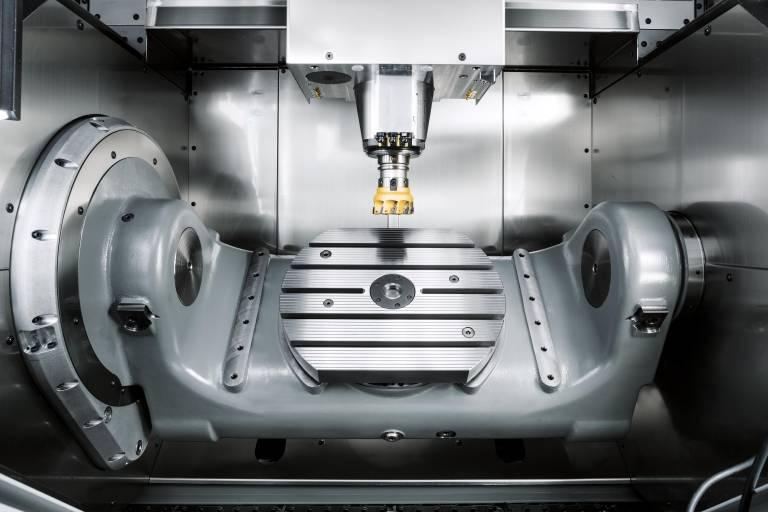 Bei der 5-Achs-Ausführung können auf dem NC-Schwenkrundtisch Werkstücke bis max. 300 kg (Ø 450 x 355 mm) bearbeitet werden.