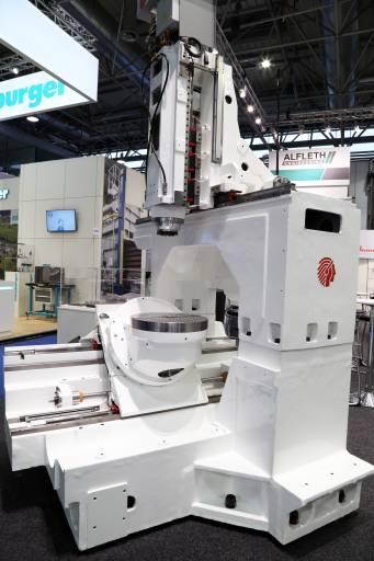 Auf der Intertool 2016 in Wien stellte Alfleth Engineering bewusst eine Huron-Maschine ohne Verkleidung aus, um den stabilen Maschinenbau zu zeigen.