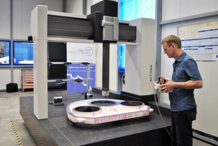 Teil der Gesamtleistung von high-tech-metals ist die Teilevermessung mit eigenem Fachpersonal auf einer 2013 angeschafften Zeiss-Anlage. Die Vermessung wird auch getrennt als Dienstleistung angeboten.