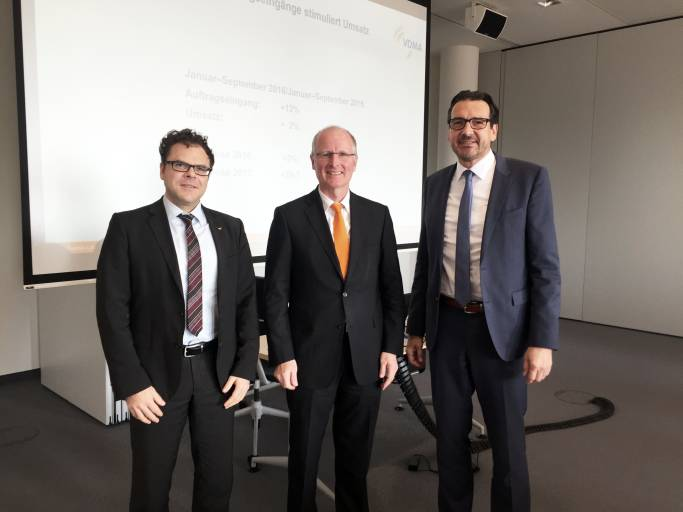 Per Nachwahl neu im Vorstand von VDMA Robotik: Ralf Winkelmann, Fanuc Deutschland GmbH (links) und Dr. Klaus Kluger, Omron Adept Technologies GmbH (rechts).