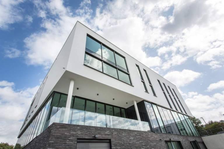 Endress+Hauser hat in Brüssel ein neues, 3.600 Quadratmeter großes Gebäude für den belgischen Vertrieb errichtet.