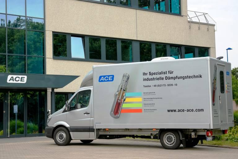 Im ACE Vorführwagen werden Anwendern in ganz Europa die Vorteile von Industriegasfedern, Industriestoßdämpfern, Bremszylindern und anderen Dämpfungslösungen vor den eigenen Firmentoren demonstriert.