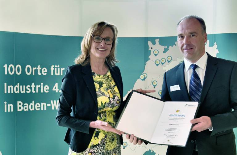 Die CHT R. Beitlich GmbH hat für die Modernisierung seiner Prozessanlagen den Award I4.0 erhalten. Mit der Umstel-lung auf das B&R-Prozessleitsystem APROL konnte das Unternehmen unter anderem die Prozesssicherheit und die Produktqualität erhöhen.