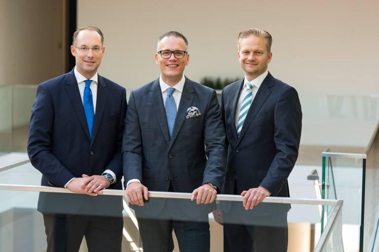 V.l.: Christian Wolf, Antti Virkkunen und Ville Kauppinen freuen sich auf ihre enge Zusammenarbeit in der Turck-Gruppe.