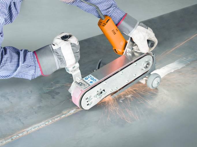 Das Bandschleifmodul GHBM zur mobilen Oberflächenbearbeitung gewährleistet flexibles Arbeiten vor Ort..