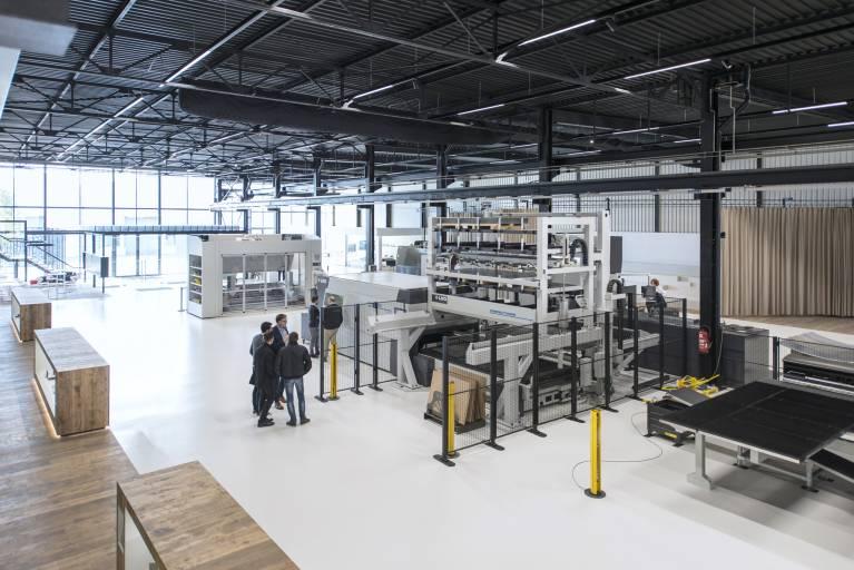 """LVD hat ihr neues 2.500 m² großes """"Experience Center"""" am Unternehmens-Hauptsitz in Gullegem eröffnet."""