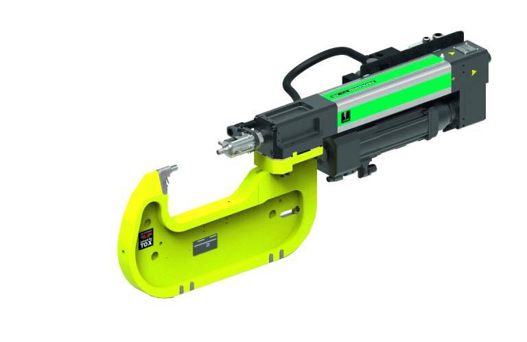 Mit standardisierten Zangen und Antrieben zu Industrie 4.0-fähigen Produktionslösungen: Roboterzange mit elektromechanischem Antrieb Tox®-ElectricDrive.