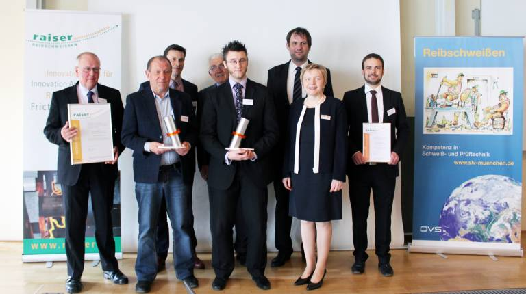 """Der """"raiser Innovationspreis für Reibschweißen"""" geht in diesem Jahr an ein Projekt-Team des TWI aus Cambridge in Kooperation mit dem niederländischen Zweig (ESTEC) der ESA sowie der Airbus Defence and Space Ltd. (Bild: Raiser)"""