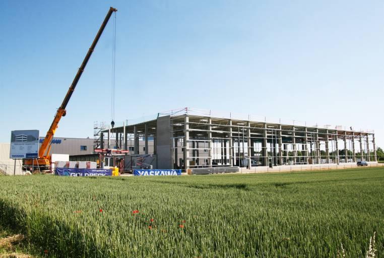 Yaskawa investiert in Europa - wie hier am europäischen Headquarter der Robotics Division in Allershausen bei München. (Bild: Yaskawa)