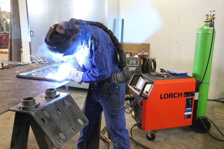 Die Schweißer bei Knoblinger sind vom einfachen Bedienkonzept der Lorch-Geräte absolut überzeugt.