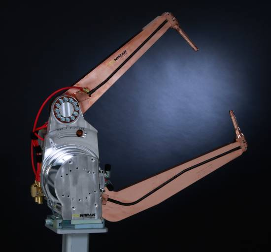 Die neue Roboter-Schweißzange galaxyGUN ermöglicht kürzere Taktzeiten und mehr Schweißpunkte pro Minute. (Bild: Nimak)