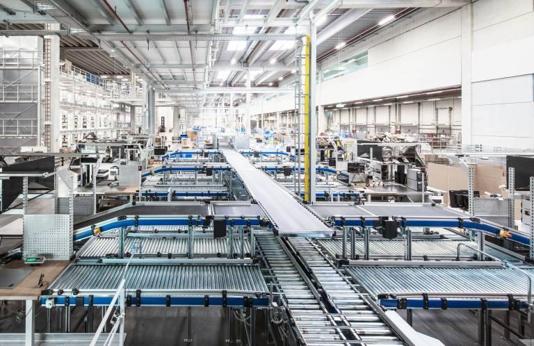 Digitalisierte Lager- und Kommissioniertechnik im neuen Trumpf Logistikzentrum.