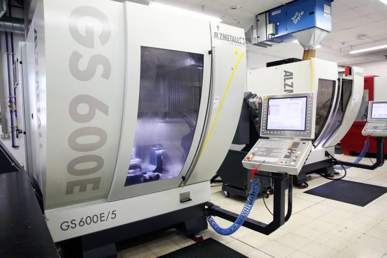 Seit Herbst 2016 sorgen zwei GS 600E/5 von Alzmetall für präzise formgebende Werkzeuge und Kupfer-Elektroden bei Silhouette International.